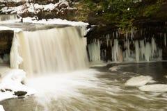 Waterval in de winter royalty-vrije stock afbeeldingen