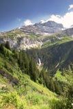 Waterval dichtbij Klausen-Pas in Zwitserse Alpen Stock Afbeelding