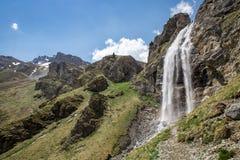 Waterval dichtbij Sesvenna-Cabine in de Alpen, Zuid-Tirol, Italië Stock Foto