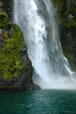 Waterval die in oceaan verplettert Royalty-vrije Stock Foto