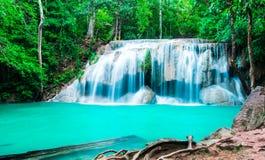 Waterval in diep bos bij het Nationale Park van Erawan Royalty-vrije Stock Afbeeldingen