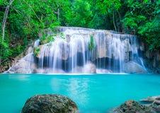 Waterval in diep bos van het Nationale Park van Erawan Royalty-vrije Stock Foto