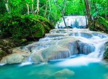 Waterval in diep tropisch bos Royalty-vrije Stock Afbeelding