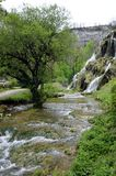 Waterval en bassins van Baume les messieurs in Frankrijk stock afbeelding