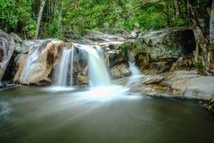 Waterval en het meest rainforrest Stock Foto's