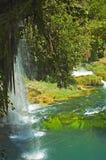 Waterval en rivier stock foto