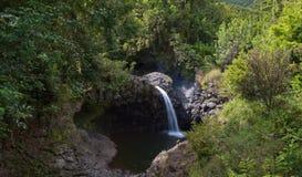 Waterval enkel van de weg aan Hana Royalty-vrije Stock Fotografie