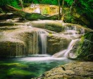 Waterval Erawan in bos Royalty-vrije Stock Foto's