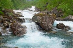 Waterval in groen bos Stock Fotografie