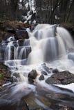 Waterval in het hoge bos 50 meter royalty-vrije stock afbeeldingen