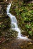 Waterval in het Italiaans berg stock foto