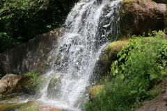 Waterval in het nationale dendrological park royalty-vrije stock foto's