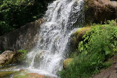 Waterval in het nationale dendrological park stock foto's