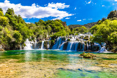 Waterval in het Nationale Park van Krka - Dalmatië, Kroatië stock fotografie