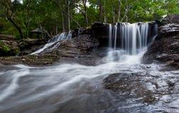 Waterval, het nationale park van Phuphan in Sakon Nakhon, Thailand stock afbeeldingen