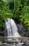 Waterval in het regenwoud Stock Afbeeldingen