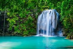Waterval in het tropische bos in Thailand Stock Afbeelding
