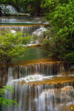Waterval Huai Mae Kamin in Kanchanaburi, Thailand stock foto