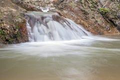 Waterval in Huay aan krabi Thailand Stock Afbeelding