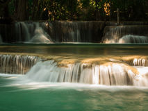 Waterval in Huay Mae Khamin National Park Stock Foto