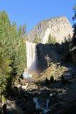 Waterval met regenbogen Royalty-vrije Stock Foto's