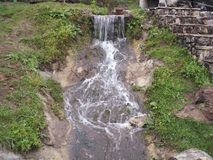 Waterval naast Sveti Nikolaj Monastery Serbia Stock Foto's