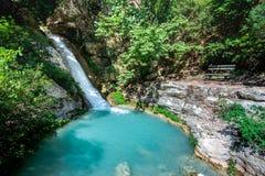 Waterval in Neda Neda is een rivier in de westelijke Peloponnesus in Griekenland royalty-vrije stock foto's