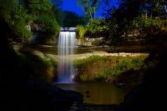 Waterval onder de Lichten Royalty-vrije Stock Afbeeldingen