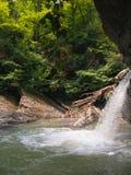 Waterval op berg Stock Afbeelding