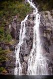 Waterval op de bank van Lysefjorden in Noorwegen royalty-vrije stock afbeeldingen