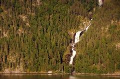 Waterval op Hardangerfjord, Noorwegen Royalty-vrije Stock Afbeelding