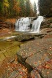 Waterval op Mumlava-rivier Royalty-vrije Stock Afbeeldingen