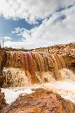 Waterval op Riotinto-mijnbouwgebied, Andalusia, Spanje Stock Foto