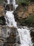 Waterval op verscheidene niveaus in Jasper National Park Stock Afbeelding