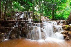 Waterval pa-Chareon in Tak Thailand Stock Foto