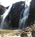 Waterval Pirenopolis - Goias - Brazilië Royalty-vrije Stock Afbeeldingen