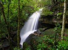 Waterval regenachtig seizoen stock foto