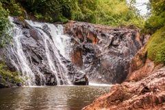 Waterval in regenachtig seizoen, Maliwan-waterval, Kawthaung, Myanmar stock afbeelding