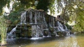 Waterval in Rouen, Normandië Frankrijk stock footage