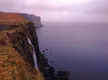 Waterval in Schotland & x28; eiland van Skye& x29; stock afbeeldingen