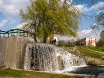 Waterval in stedelijke parkland minsk wit-rusland royalty-vrije stock foto's