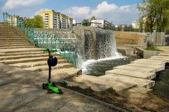 Waterval in stedelijke parkland minsk wit-rusland stock fotografie