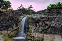 Waterval, Stenen en de Hemel Royalty-vrije Stock Afbeeldingen