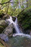 Waterval in Sugarloaf Ridge State Park, Sonoma-vallei, Californië stock afbeeldingen