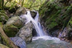 Waterval in Sugarloaf Ridge State Park, Sonoma-vallei, Californië royalty-vrije stock afbeeldingen