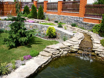 Waterval in tuin Stock Afbeelding