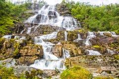 Waterval Tvindefossen, Noorwegen Stock Foto's