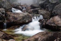 Waterval van de stroom van Studeny potok, Slowakije Stock Foto's