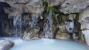 Waterval van Kasteelheuvel in het park van Nice, aard in Frankrijk, kunstmatig sightseeing stock videobeelden