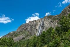 Watervalla Pisse dichtbij Mizoen (Frankrijk) Stock Foto's